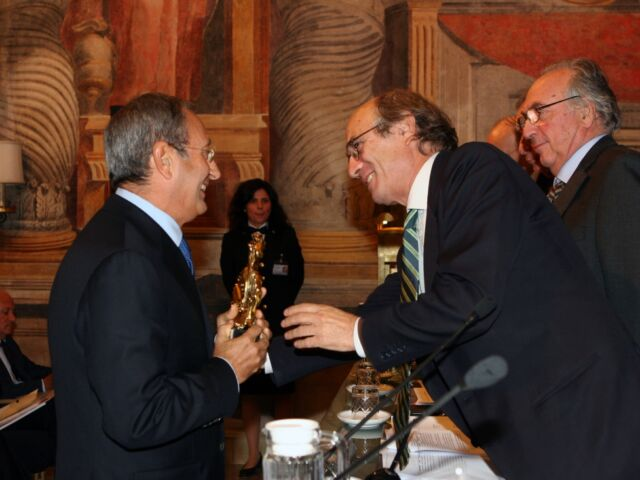 Catricalà premiato dal Rettore Trombetti